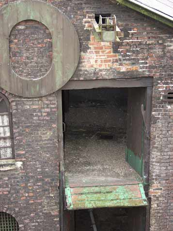Loading hatch in Warehouse 40